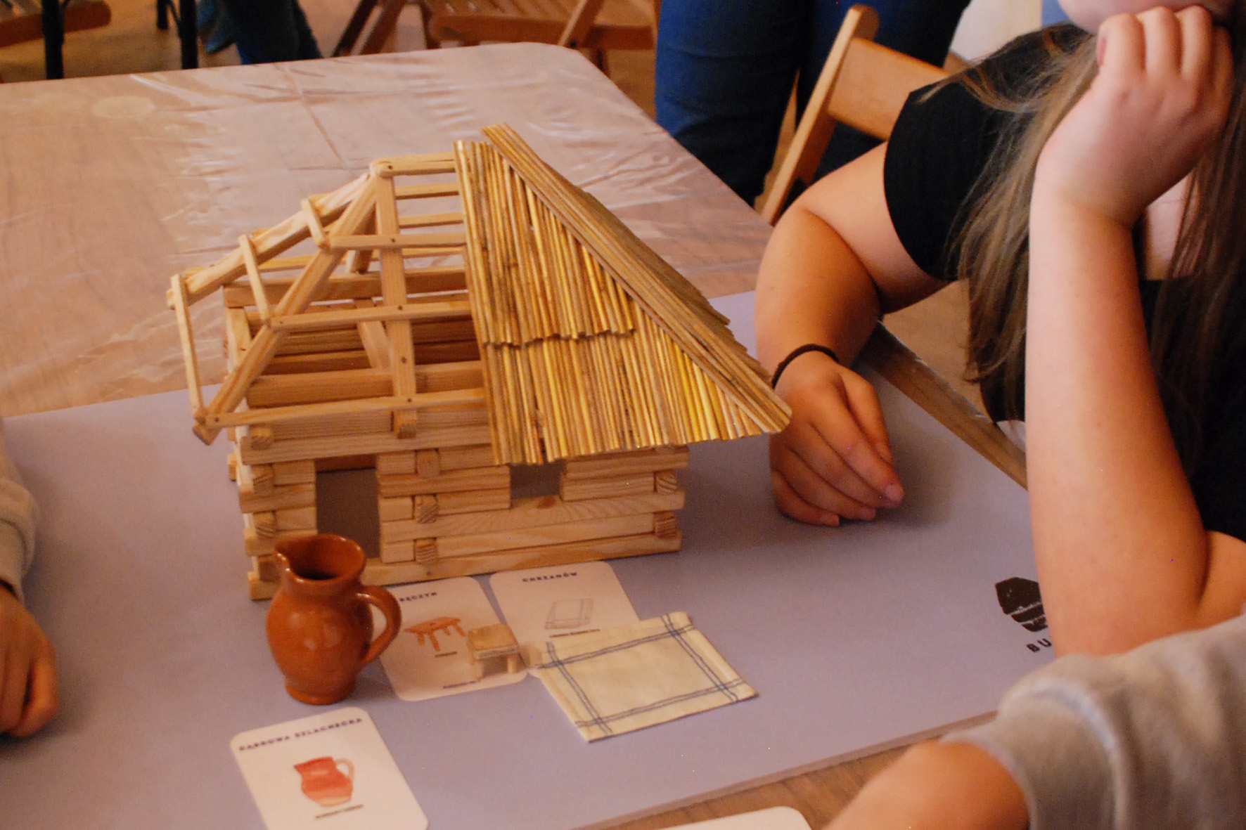 Model drewniany chałupy